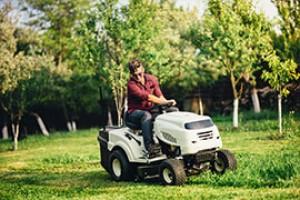Jaki-akumulator-do-traktorka-ogrodowego-min